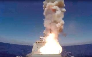 الصورة: روسيا تقصف أهدافاً لـ «داعش» في سورية بصواريخ عابرة