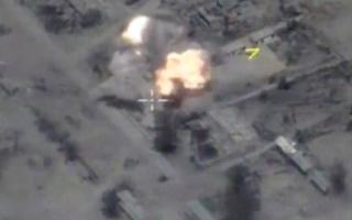 الصورة: 80 قتيلاً من «داعش» في قصف روسي استهدف تنقلاتهم بين الرقة وتدمر