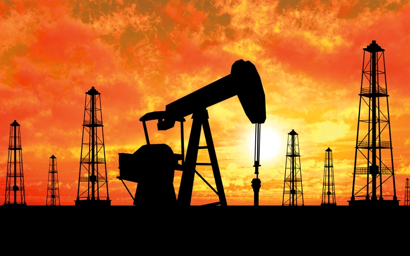 النفط يهبط مع مخاوف من تزايد الإنتاج في الولايات المتحدة