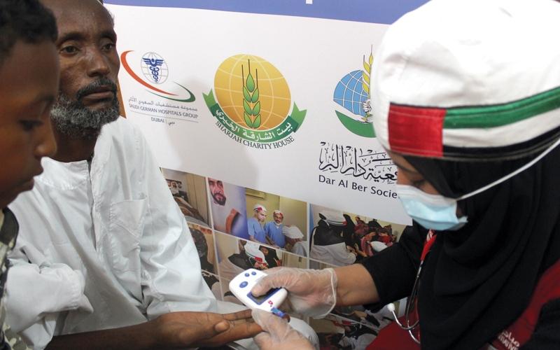 «الإمارات للتطوع» يخفف معاناة أطفال ومسنين سودانيين