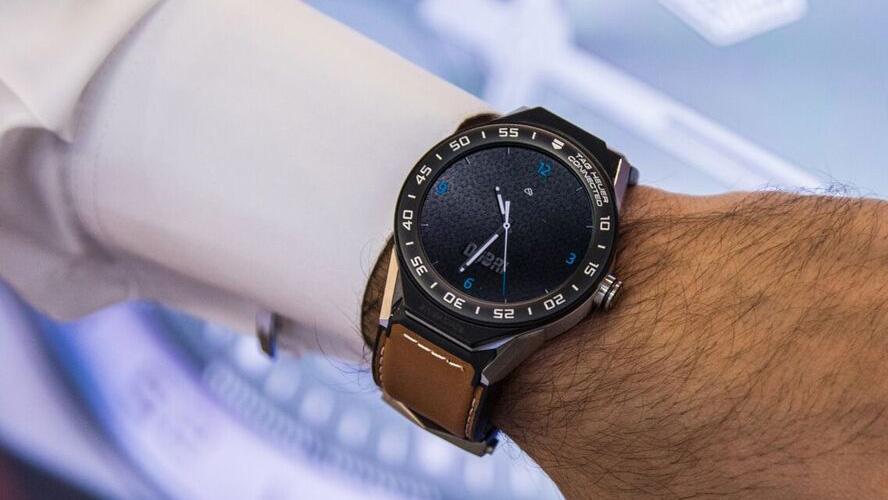 """بالصور.. ساعة فريدة من """"تاغ هوير"""" تحمل اسم """"دبي"""""""
