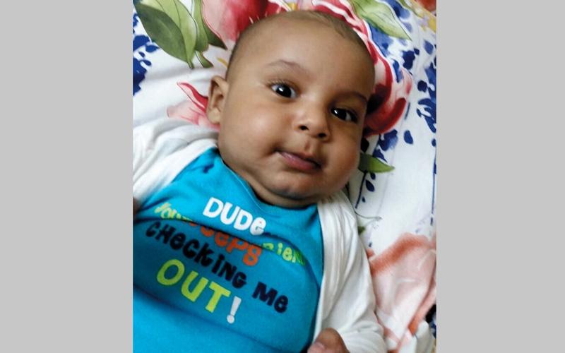 والد «خالد» يحتاج إلى 7200 درهم لاستخراج شهادة ميلاد طفله