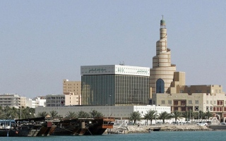 الصورة: محلل: التداعيات الاقتصادية لقطع العلاقات  تهبط بـ «الريال» القطري أمام الدولار