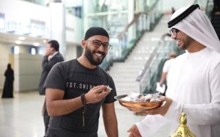 الصورة: مطار الشارقة يوزع وجبات إفطار على المسافرين والمتعاملين