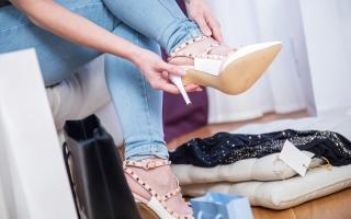 الصورة: حيل لمواجهة متاعب الحذاء ذي الكعب العالي