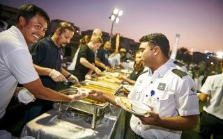 الصورة: 500 عامل على مأدبة إفطار «المحبة والتآخي»