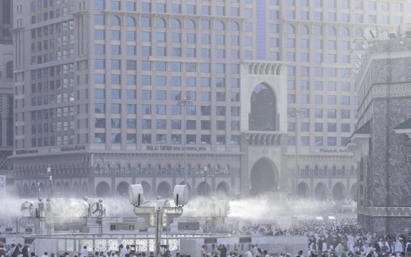 الصورة: الفنادق في مكة والمدينة تعيد أموال المعتمرين القطريين