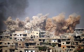 الصورة: «قسد» تتقدم غرب الرقة.. وتحاول عزل «داعش» من الشرق