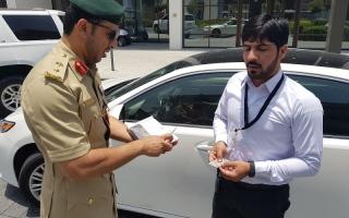 بالفيديو: مفاجأة سعيدة من شرطة دبي للسائقين المخالفين