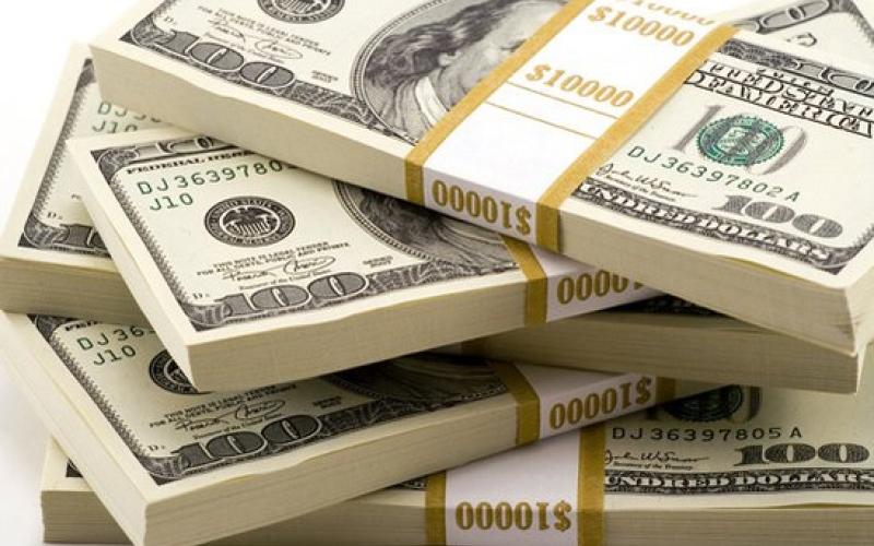 الصورة: الدولار الأميركي يسجل أسوأ أداء فصلي في 7 سنوات