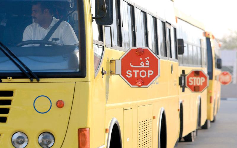 1000 درهم غرامة عدم التوقف أثناء مشاهدة قائد المركبة لإشارة «قف» الخاصة بحافلات المدارس.  أرشيفية
