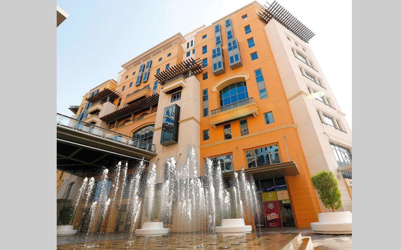 اقتصادية دبي أكدت التزام معظم المطاعم بتعليمات واشتراطات وقوانين ممارسة الأعمال.   أرشيفية