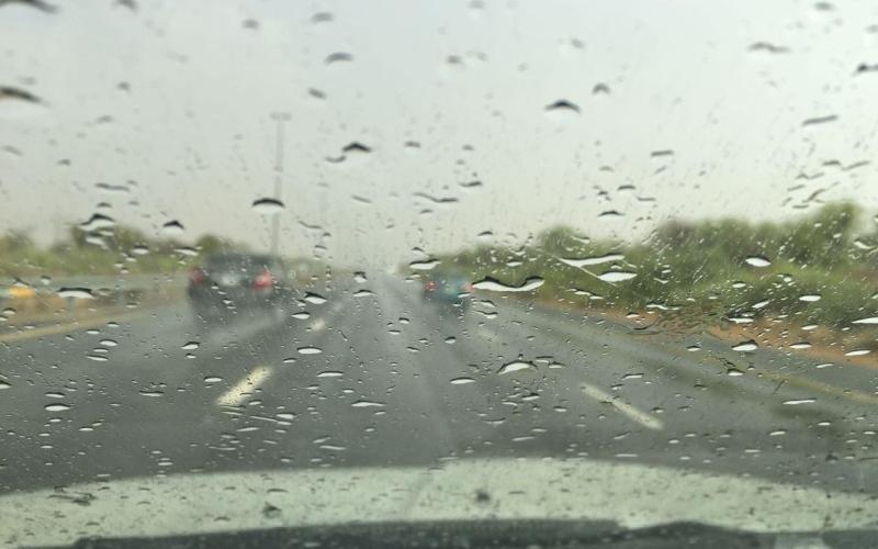 الصورة: شاهد .. أمطار على طريق دبي العين