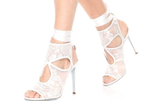 الصورة: أحذية الزفاف متنوعة هذا الموسم