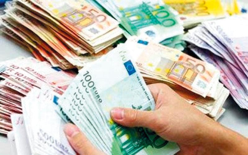 صبي ألماني يوزع آلاف اليورو على المارة - الإمارات اليوم