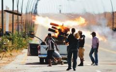 الصورة: قطر تدعم جماعة ليبية تورّطت في قتل السفير الأميركي