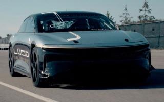 الصورة: «لوسيد إي في».. سيارة كهربائية بسرعة تصل إلى 375 كيلومتراً في الساعة