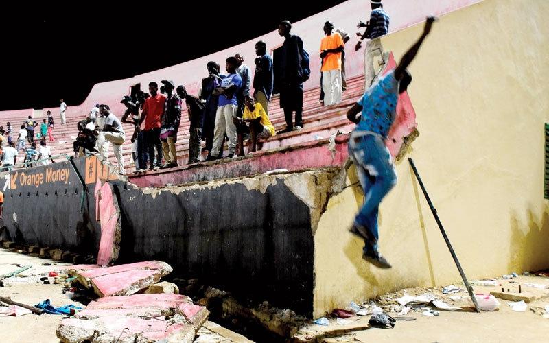 الصورة: 8 قتلى و60 جريحاً في تدافع بملعب دكار