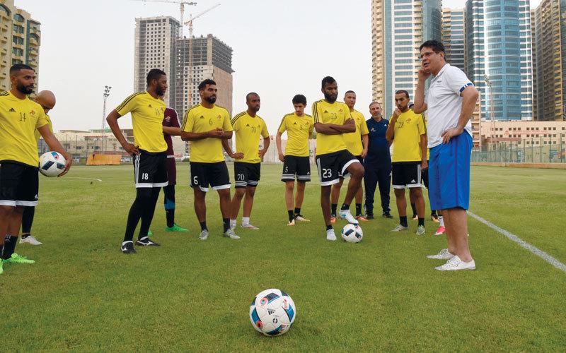 عجمان يحصل على توقيع 4 لاعبين مواطنين