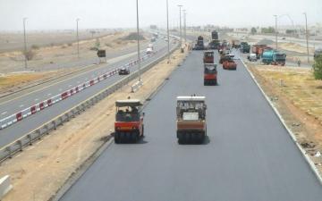 الصورة: إنجاز 55% من مشروع تطوير طريق مليحة في الشارقة