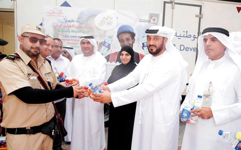 الصورة: بلدية دبي تنظم مبادرة «برد عليهم» للعمال