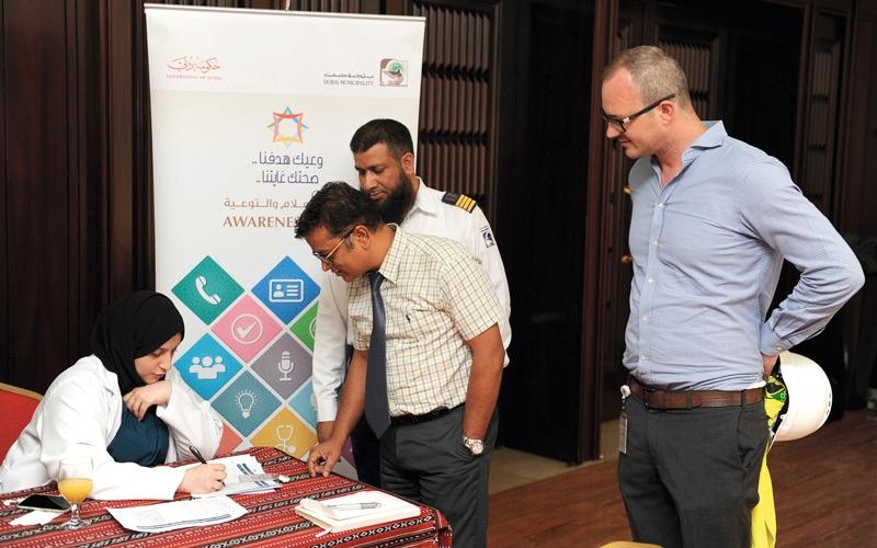 الصورة: العيادة المتنقلة تقدم خدماتها في بلدية دبي