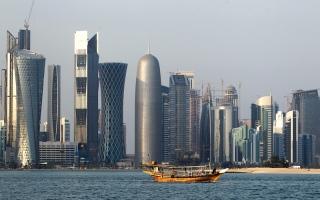 الصورة: «الأزمة» تدخل شهرها الثالـث.. وتخبُّط قطر يعمِّق عزلتها
