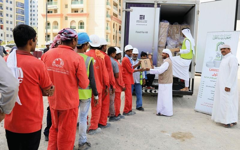 الصورة: «بيت الخير» توزع 50 ألف وجبة على العمال في أغسطس