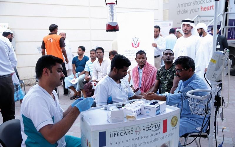 الصورة: بلدية أبوظبي تُجري فحوصاً طبية مجانية للعمال