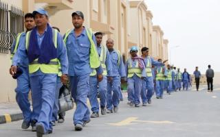 الصورة: قطر تواجه الأزمة بإجازات   غير مدفوعة للعمال
