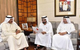 الصورة: رسالة لرئيس الدولة يتسلّمها محمد بن راشد من أمير الكويت