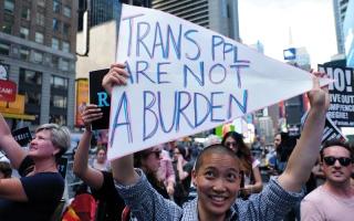 الصورة: متحولات جنسياً في الجيش الأميركي يقاضين ترامب