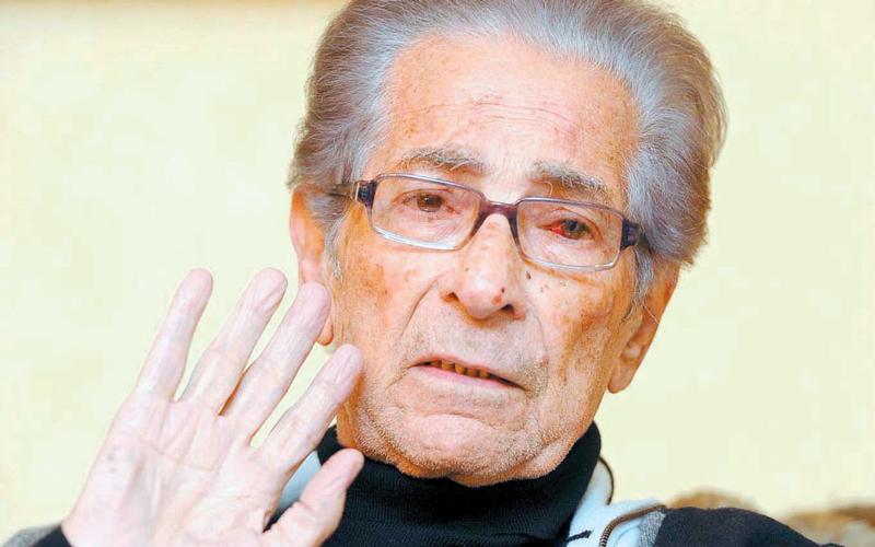 أنيس منصور اختلط اسمه باسم شخص آخر متوفى.  أرشيفية