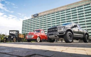 الصورة: «فورد» تحتفل بـ 100 عام على صناعة الشاحنات التجارية