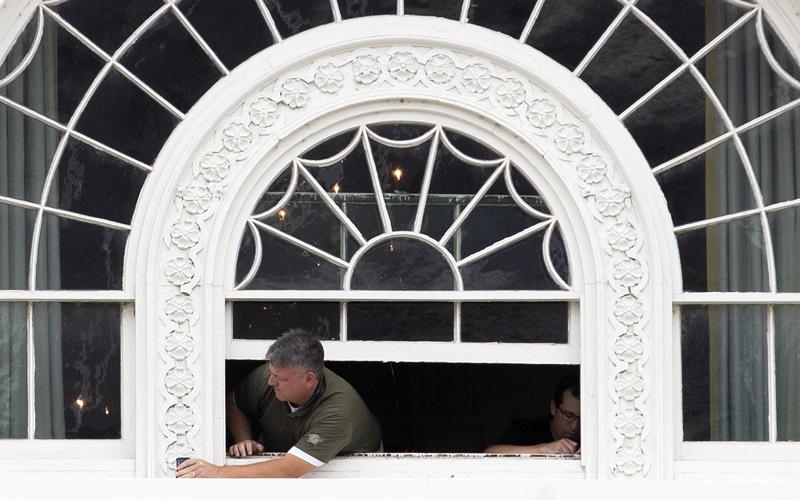 الجناح الغربي في البيت الأبيض يعجّ بعمال الطلاء والسبّاكين