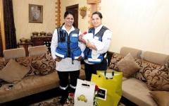 الصورة: «إسعاف دبي» تُسعد المتعاملين بالهدايا و«طمنا عليك»
