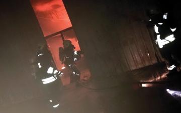 الصورة: حريق بمستودع في العين.. ولا خسائر بشرية