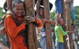 """الصورة: """"بانجات بينانغ"""" .. من لعبة أدخلها المحتل الهولندي إلى تراث شعبي شهير"""