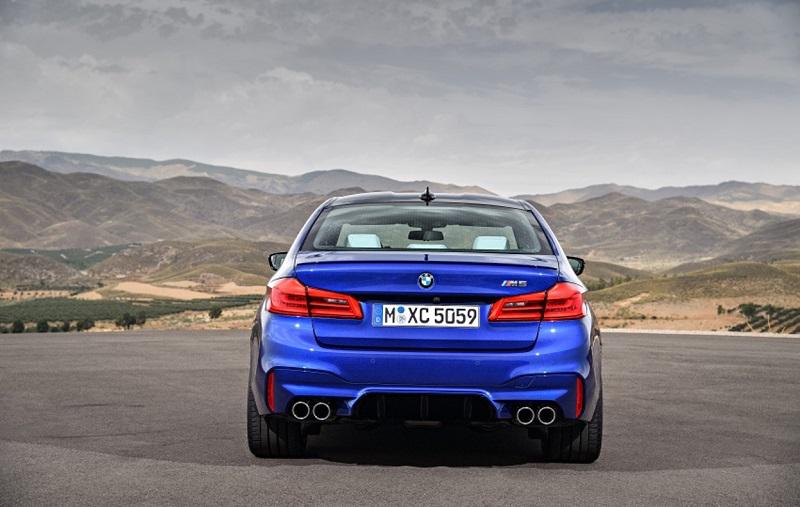 """بالصور: """"BMW"""" تكشف عن جديد مقاتلتها """"M5"""""""