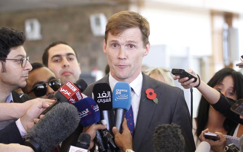 السفير البريطاني لدى مصر جون كاسون على دراية كاملة بأحوال المنطقة.  غيتي