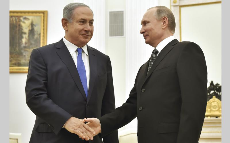 نتنياهو طلب من موسكو كبح التمدد الإيراني على الحدود المشتركة مع إسرائيل. أ.ب