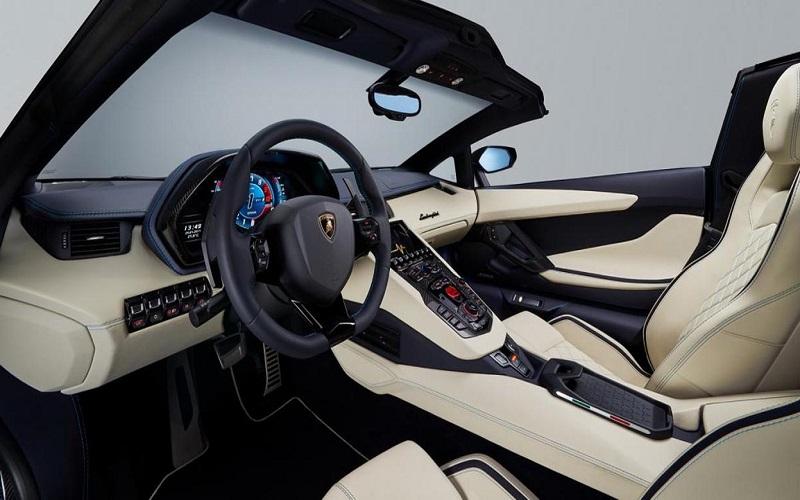 """بالصور.. """"لامبورغيني"""" تقدم النسخة المكشوفة من سيارتها """"أفينتادور إس"""""""
