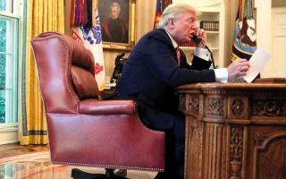 الصورة: ترامب يطالب تميم بالالتزام بتعهدات قمة الرياض ومحاربة الإرهاب