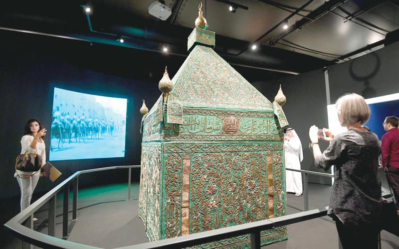 المعرض فرصة لتعزيز التسامح والتلاقي والتواصل بين الأجيال المختلفة زللتعرف على الإرث التاريخي العريق لدولة الإمارات.  تصوير-إيريك ارازاس