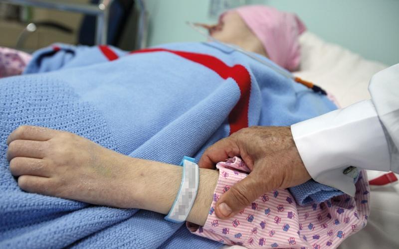 الصورة: «صحة دبي» تلزم «التأمين» بكلفة علاج السرطان دون حد أقصى