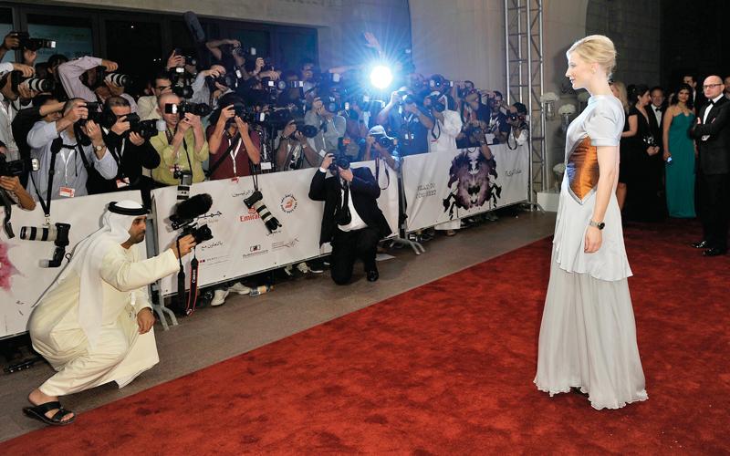 كيت بلانشيت تعود إلى السجادة الحمراء لـ «دبي السينمائي»