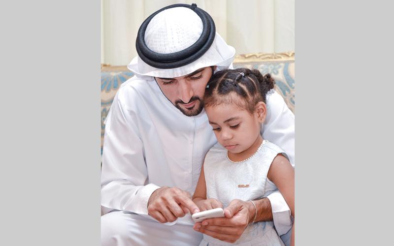 حمدان بن محمد يقدّم العزاء في الشهيدين «النقبي» و«المزروعي»