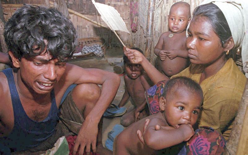 الروهينغا يعيشون في بؤس بعد أن تمت مطاردتهم في بلادهم وأجبروا على الهجرة إلى بنغلاديش.  أ.ف.ب