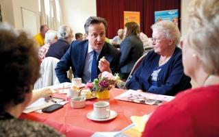 الصورة: أخطاء على مائدة الطعام تحرج سياسيين وتثير حولهم جدلاً واسعاً