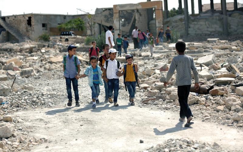 الصورة: مقتل 34 مدنياً في دير الزور.. والنظام يضيق الخناق على «داعش»